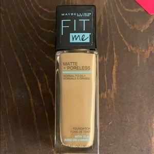 Maybeline Fit Me Matte + Poreless foundation